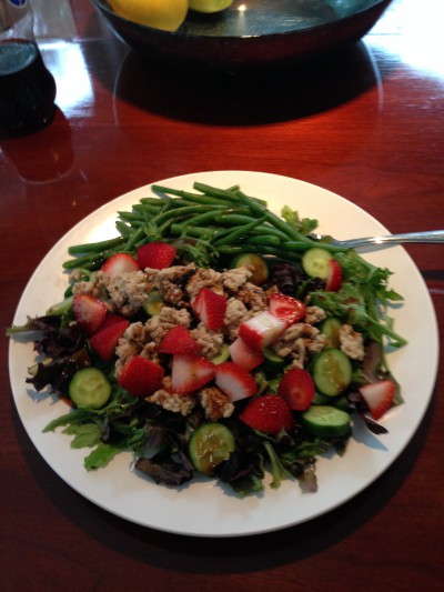 Balanced meals - ground turkey salad with a few strawberries and some green beans. I love adding fruit to my salad.